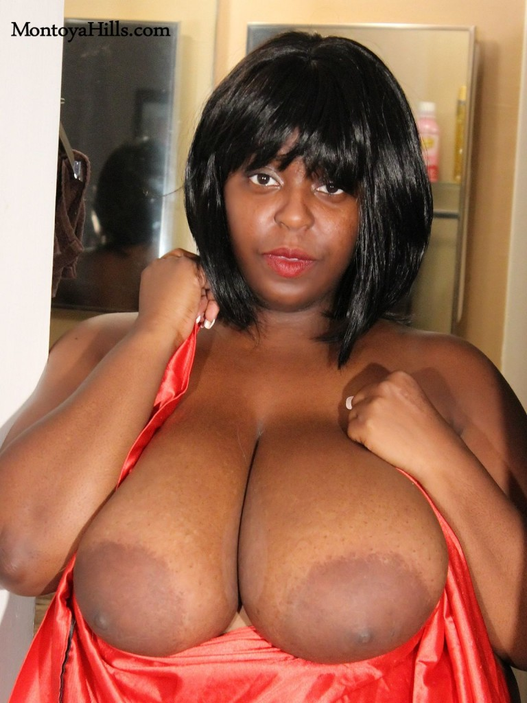 Ebony glamour milf nude, exposing her huge boobs and large aerolas.